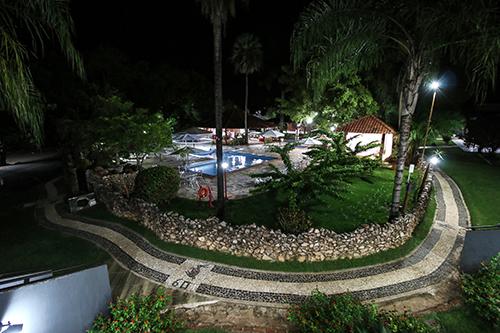 Vista noturna da área de lazer